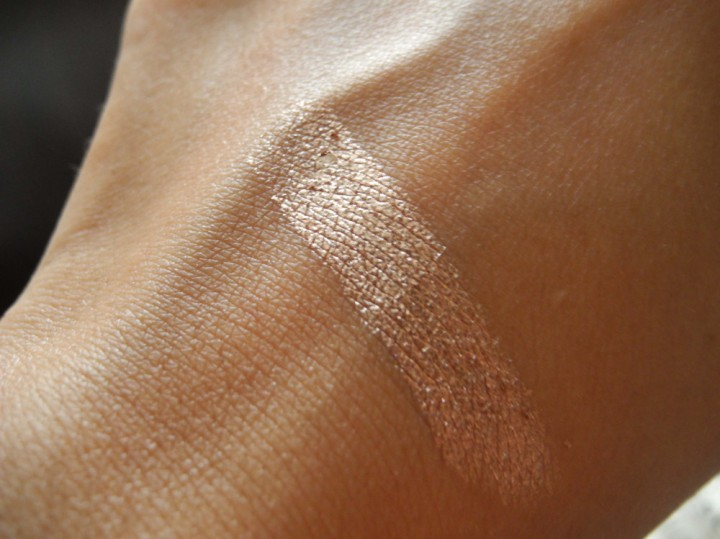 La Couleur Infallible amber rush swatch on NC42 skin