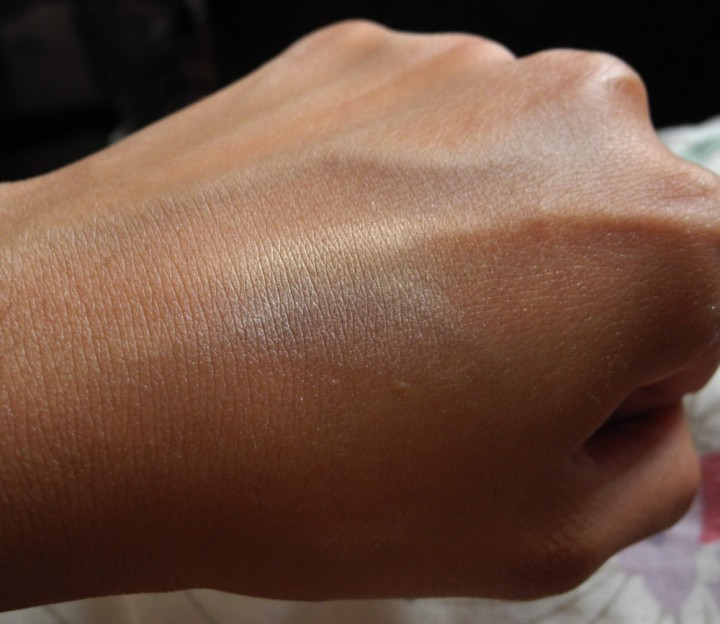 Revlon Peach Glow Highlighter Swatch NC42 NC40