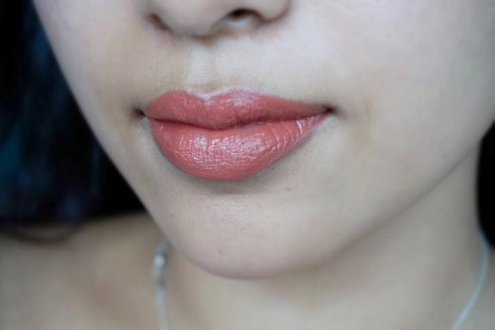 NARS Audacious Lipstick Jane NC42