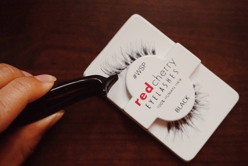 pulling lashes out of package